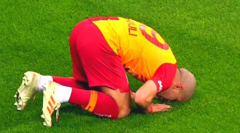 Le but de la victoire de Galatasaray inscrit par Sofiane Feghouli face à Bursaspor , vidéo